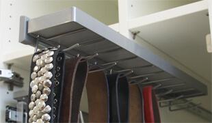 Krawatten- und Gürtelauszug